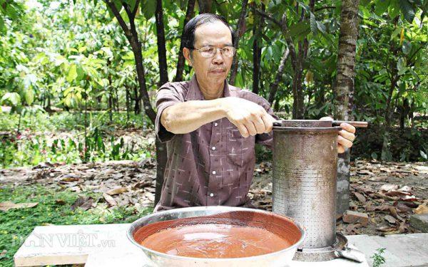 Chú Mười Cương - Nghệ nhân làm cacao nổi tiếng đất Cần Thành