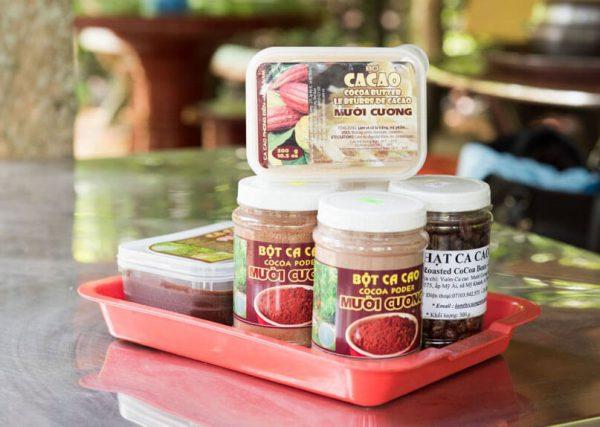 Tại đây có nhiều sản phẩm làm từ cacao để bạn lựa chọn mua mang về là quà