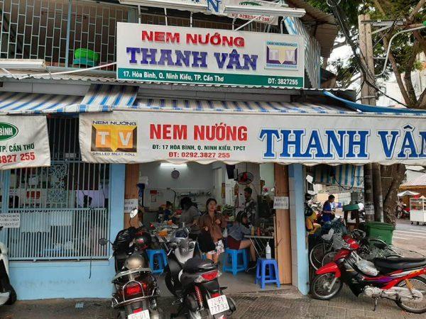 Đây là địa chỉ quen thuộc của người dân địa phương cũng như du khách mỗi khi muốn thưởng thức nem nướng gia truyền đặc sản Cần Thơ