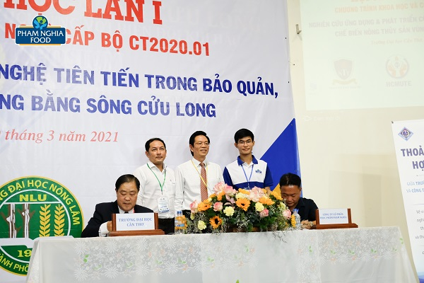 Buổi ký kết nhận được sự ủng hộ của nhiều đại biểu, trong đó GS.TS Tạ Ngọc Đôn - Vụ trưởng Vụ KHCN & MT (Bộ GD&ĐT)