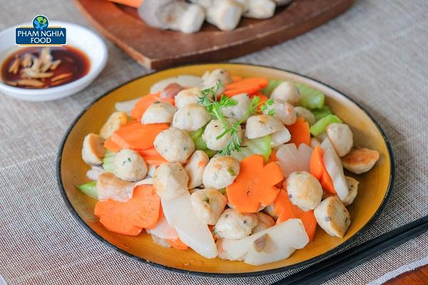 Món ăn đầy màu sắc với cá viên rau củ đầy dinh dưỡng mà lại vô cùng thơm ngon, hấp dẫn!